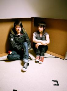 Tegan and Sara, skinny jean enthusiasts.