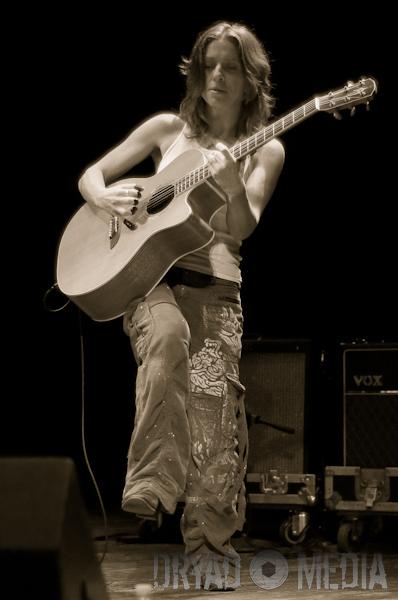 Ani DiFranco live concert photos Barrymore Theatre Madison WI 398 x 600 jpg